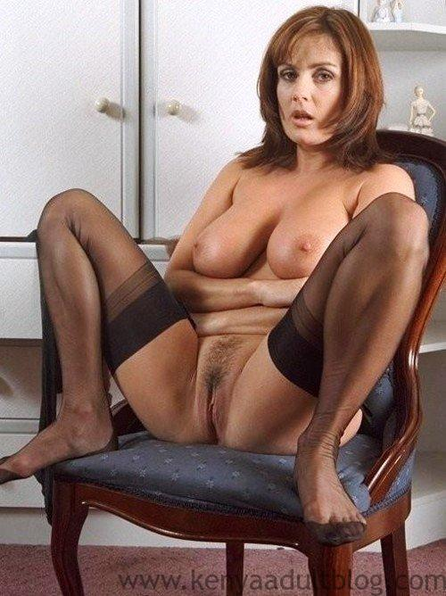 mzansi-white-mothers-show-off-their-mature-pussy-online